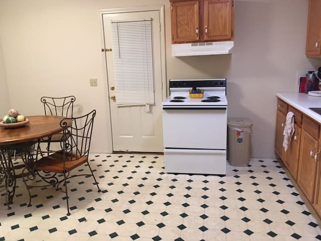 Affordable, cute college apartment - Cookeville - Apartment