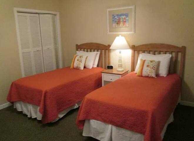 Comfy Twin Beds! - Players Club Resort