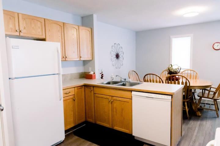 Cozy 3 Bedroom apartment South Lethbridge