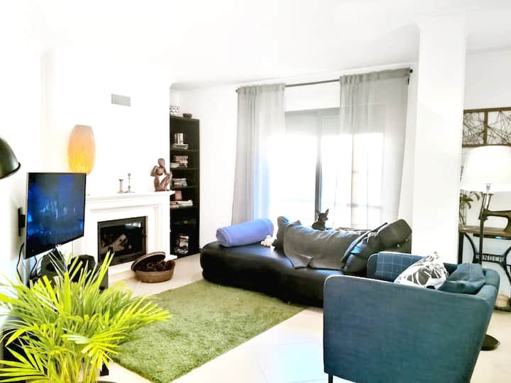 Apartment with 2 bedrooms in Sesimbra , with wonderful mountain view, furnished terrace and WiFi - 2 km from the beach