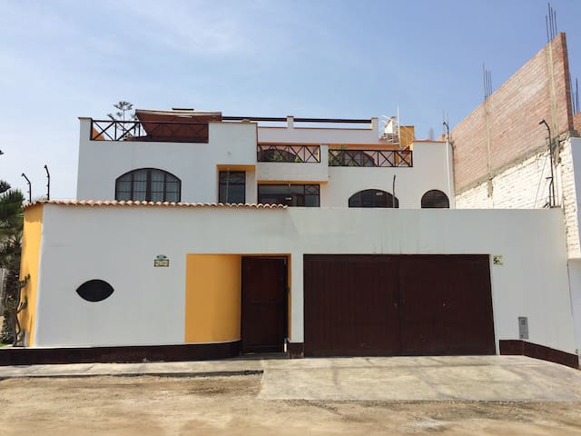 Alqilo primer piso para 10 personas - Punta hermosa - Huis