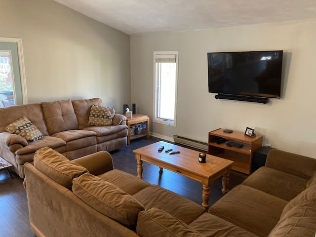 Main living area featuring plenty of seating and cable TV