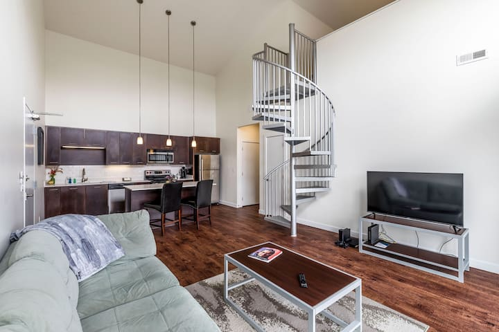 Huge Spacious Loft+ Great Amenities