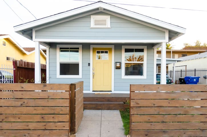 Cheerful and Fun Duplex Unit with a Full Kitchen