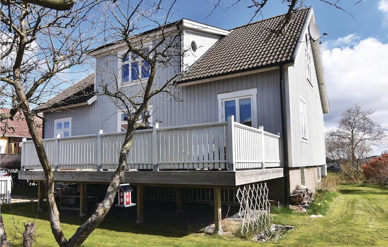 Holiday cottage with 4 bedrooms on 183 m² in Hönö