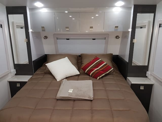 L.  CARAVAN & GAZEBO LIVING - NEW & MODERN - Oxley - Karavan