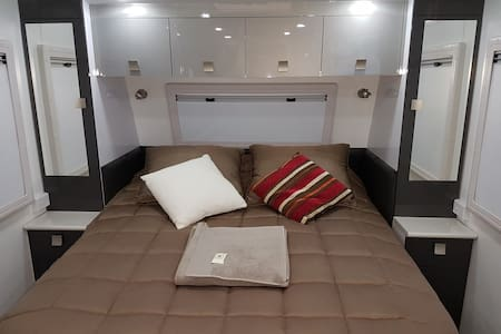 L.  CARAVAN & GAZEBO LIVING - NEW & MODERN - Oxley - Autocaravana
