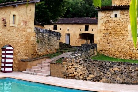 Chambre d'hôtes de charme à Sarlat avec piscine - Sarlat-la-Canéda - ที่พักพร้อมอาหารเช้า