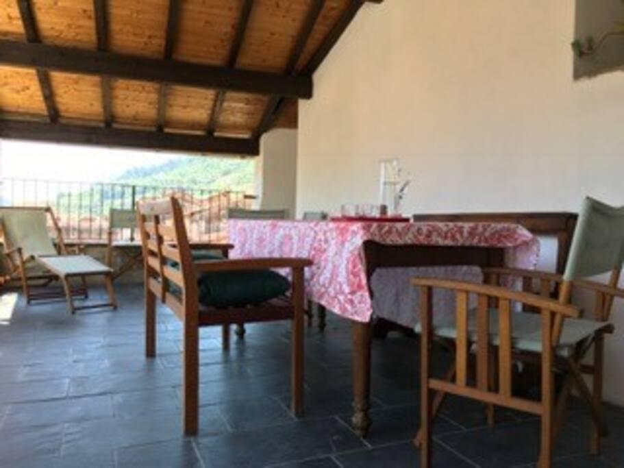Tavolo da pranzo sulla terrazza