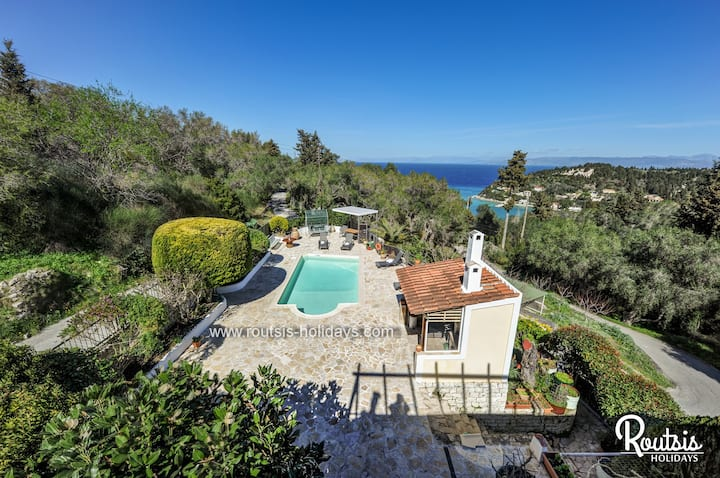 Villa Yotta in Lakka Paxos with good views...