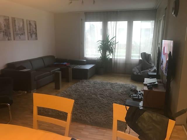 Grossräumiges Zimmer in einer WG - Münchenbuchsee - Apartament