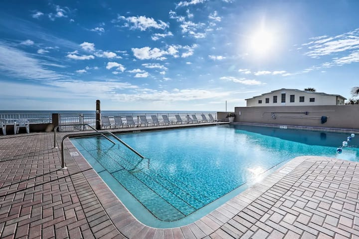 Wonderful Beach Front Studio in Daytona Beach!