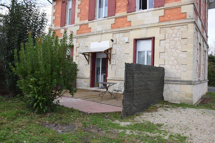 T2  RDC  maison jardin+parking,tram bordeaux800 m