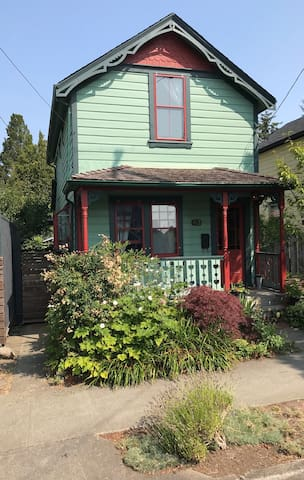 Charming Vic West Character House