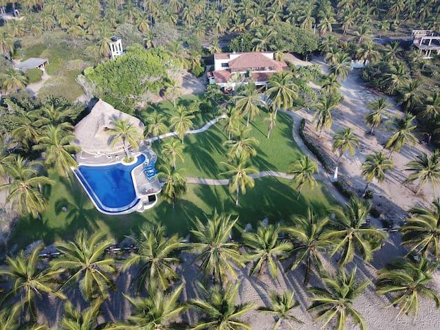 Gorgeous Beachfront home-pool-palapa
