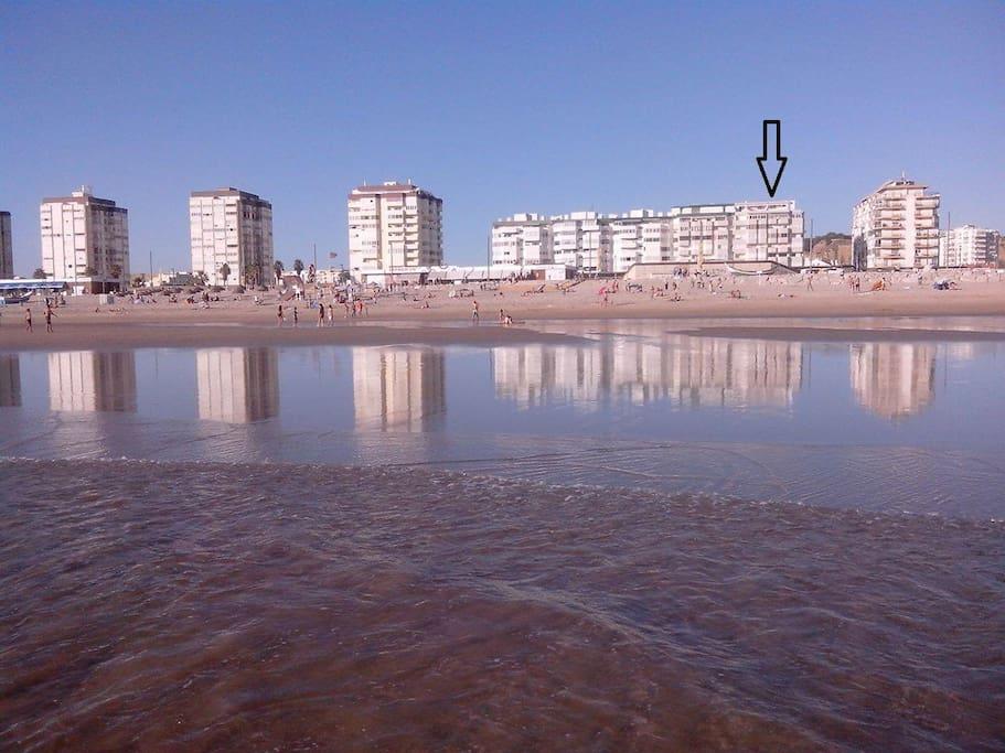 Prédio sinalizado a partir do Oceano  / Signal building from the Ocean