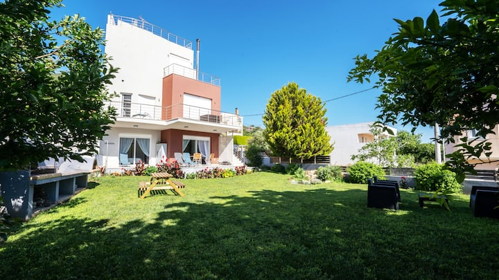 Beautiful house near airport, with a sea view