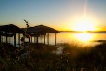 Nascer do sol na lagoa