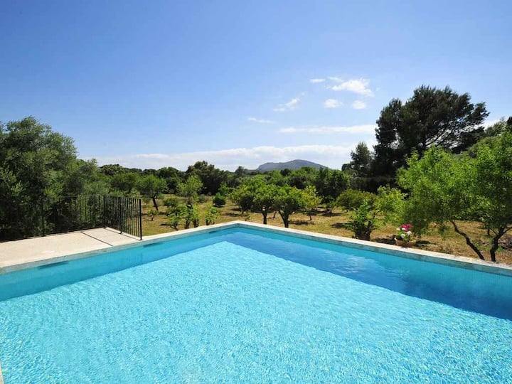 Large charming country house with garden, barbecue and pool