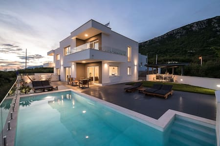 Luxury Villa Ena *****