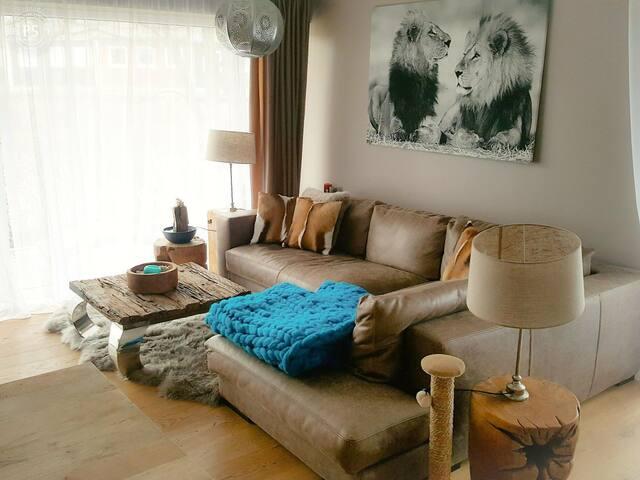 Ruhige Designerwohnung im grünen Planegg