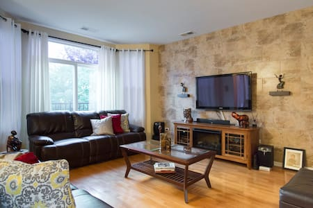 Cozy Condo, close to Downtown & Lake Michigan