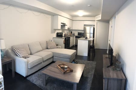 Quiet/Cozy 1 BR apartment- 15 mins to Downtown TO