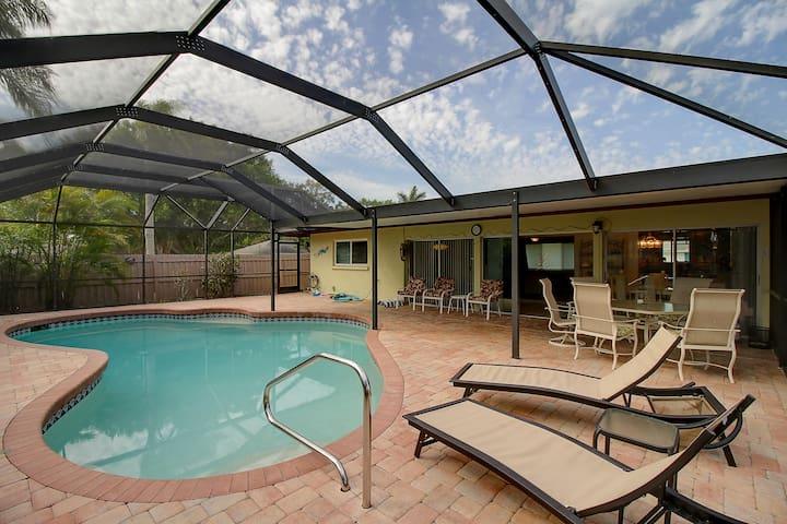 Georgeous 3 bed/2 bath w/priv. pool near Siesta K!