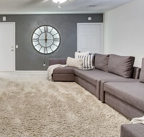 The Villas-Upstairs Apartment Home-Sleeps 10
