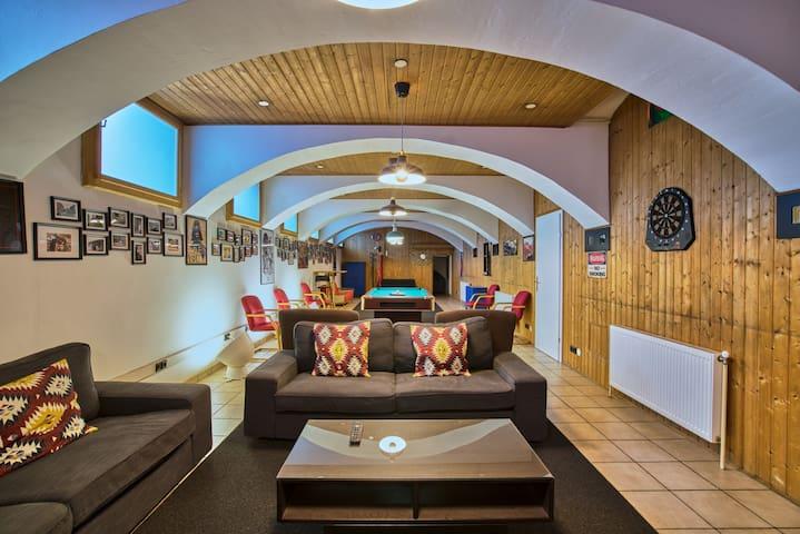Belvedere Playground Lounge - Bachelors Theme