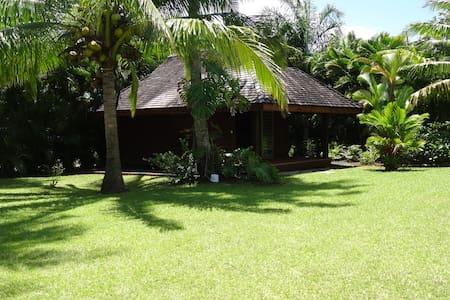 Bungalow dans jardin tropical avec piscine - Taravao - Bungalow