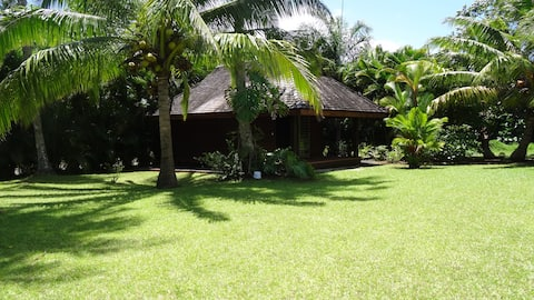 Bungalow de luxe dans jardin tropical avec piscine