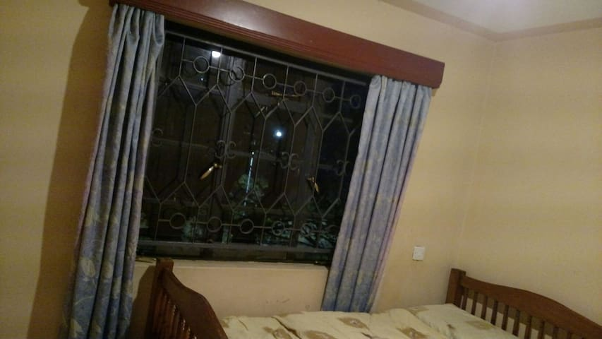 Excellent bedroom in family house. - Nairobi - Appartement