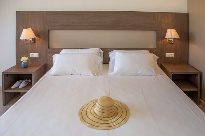 Superior Vista Piscina Golf Costa Brava - 2 Adultos en Alojamiento y desayuno