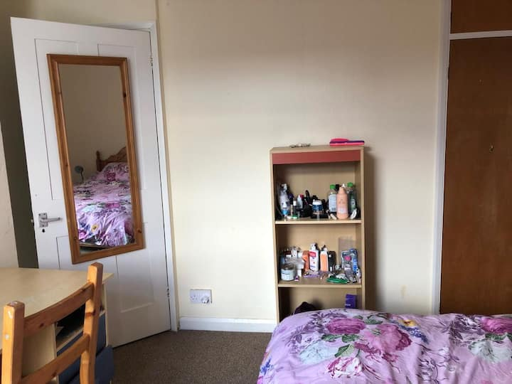 Cosy double room in a house with a garden