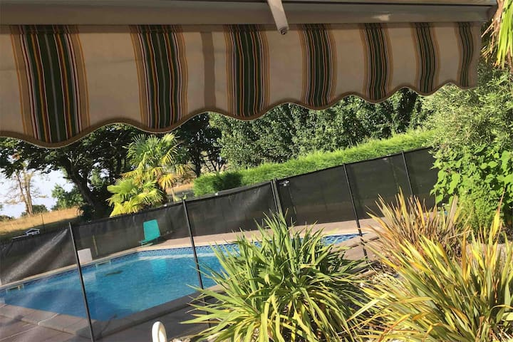 Splendide maison avec grand jardin et piscine