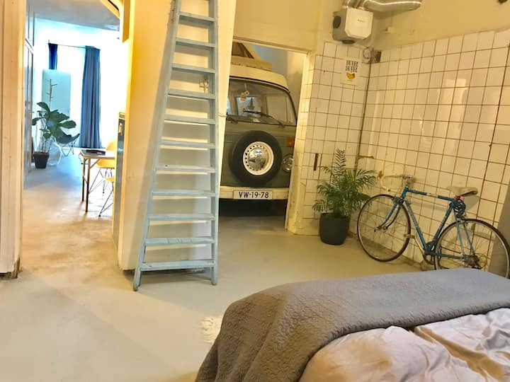 VanLife Deluxe: Loft with vintage VW