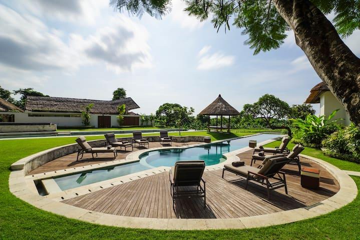 Stunning 3BR pool villa in Bali - East Denpasar - Villa
