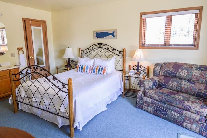 Sea Treasures Inn - The Admiral Room
