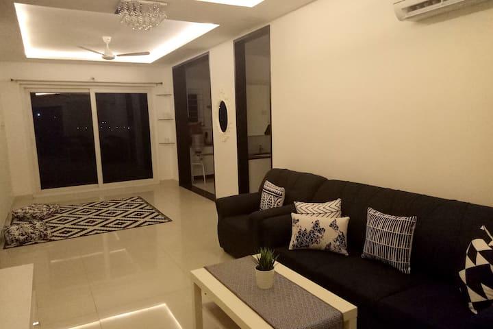 Room with a private bathroom close to Gachibowli