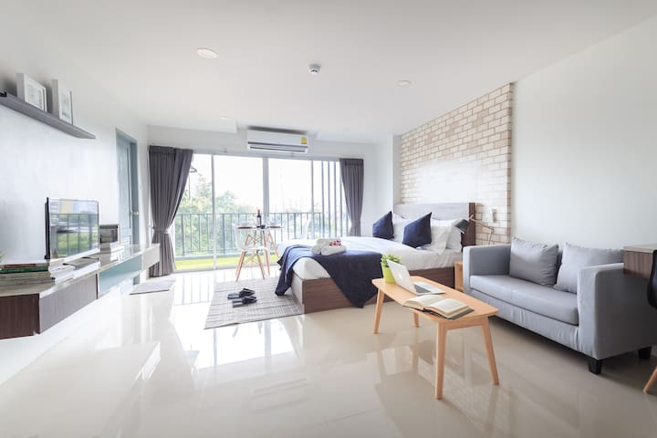#303 Exclusive suites Private balcony(near subway) - Bangkok - Serviced flat
