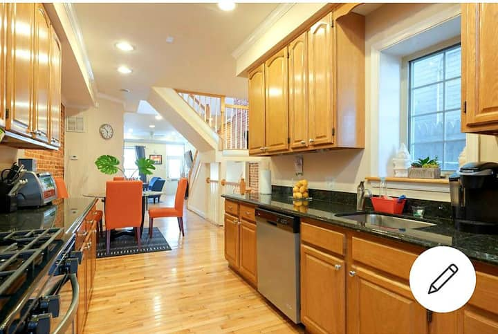 3bd with 4 Queen Bds, 3.5 bath for LG Family