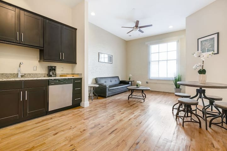 Spacious condo steps from French Quarter/ Bourbon