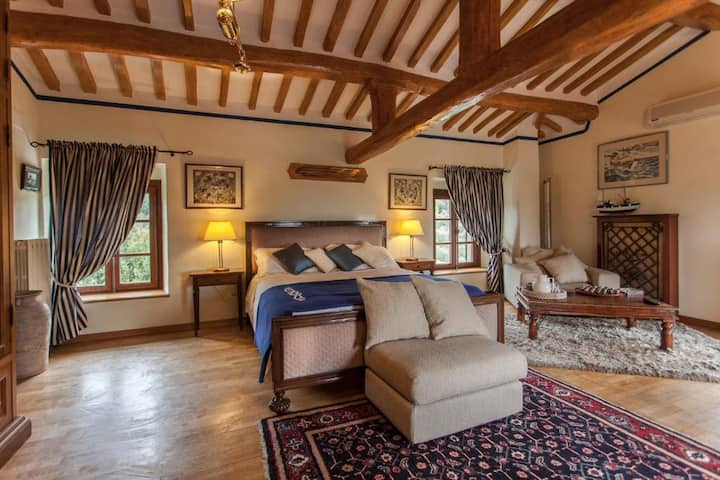 Elegant Double Suite with view in Massarosa