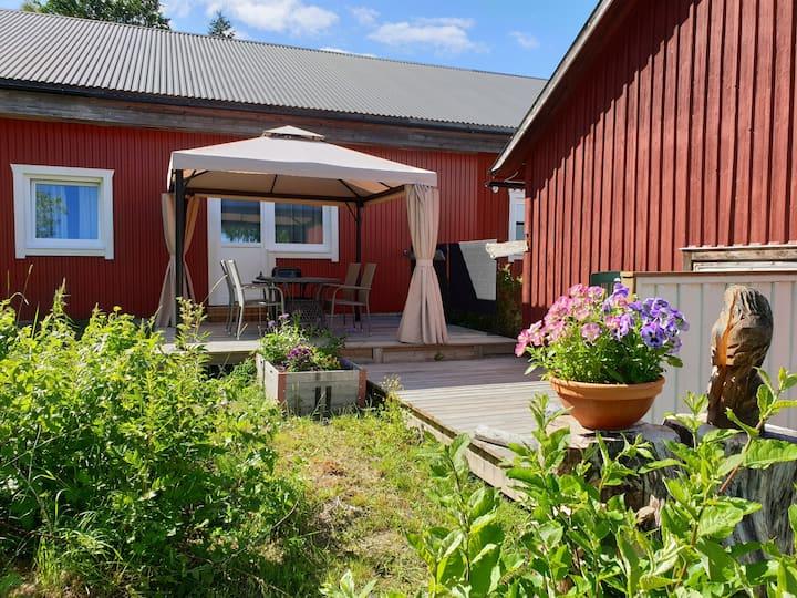 Lugn semesterlägenhet med terrass i Höga Kusten