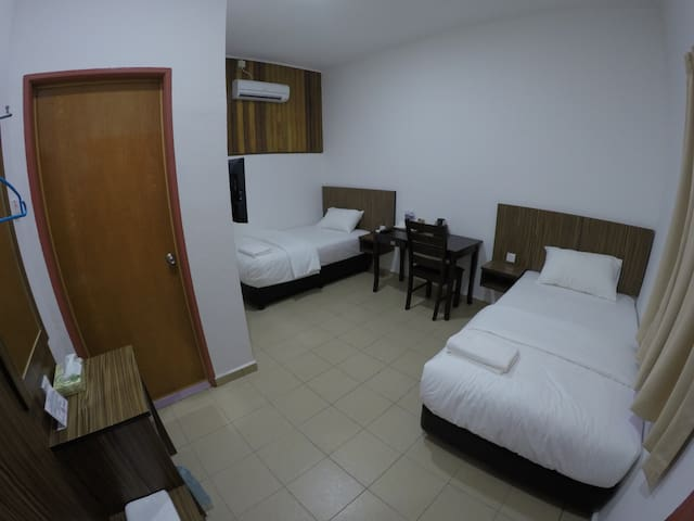 Summer Beach Lodge-Standard Twin Room - Labuan