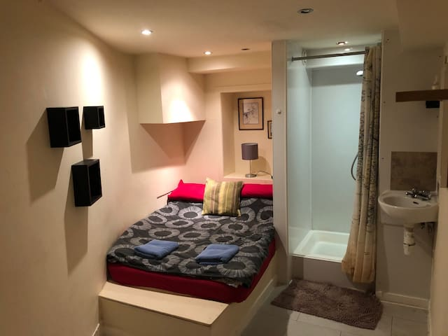 private ENSUITE room  CITY CENTRE, STOCKBRIDGE 6