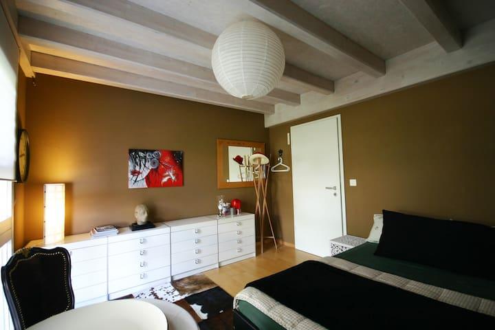 Zimmer für 1-(3)4 Pers.  5 Min. vom Murtenseeufer - Meyriez - House