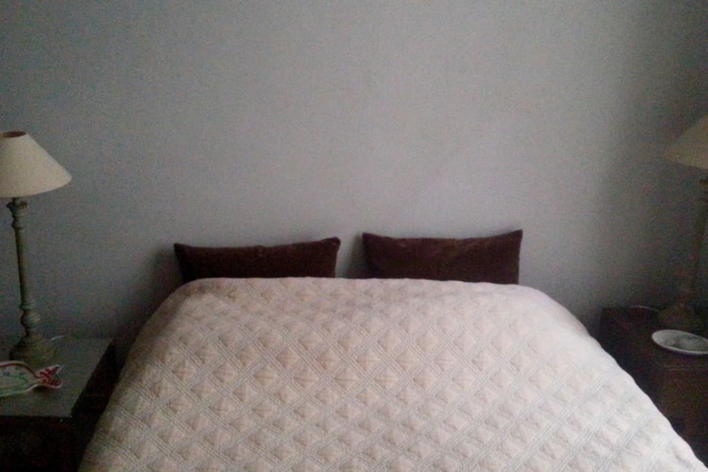 Double size bed with two lamps