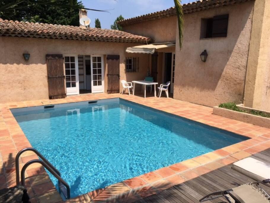 Chambre partag e b1 mas provencal piscine valbonne for Piscine valbonne